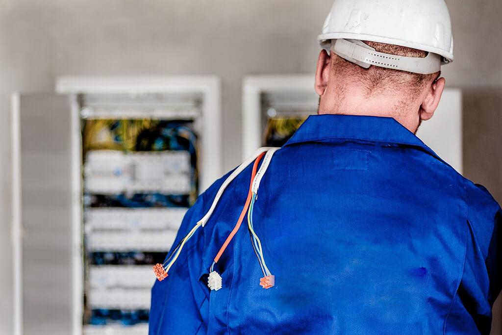Verificación eléctrica para lugares peligrosos o sitios de reunión de más de 100 personas